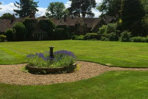 gloucester-surrey-top-gardeners-turfing-lawns